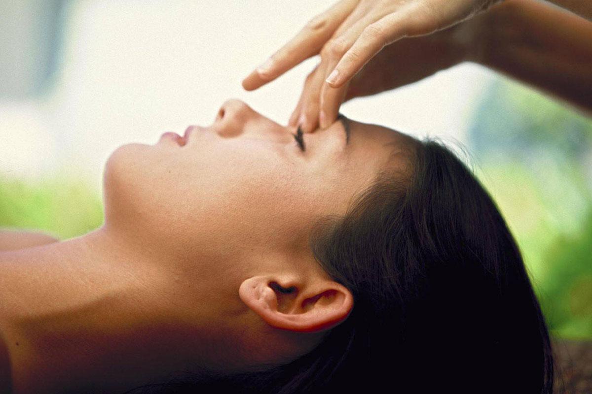 ماساژ چشم ها و بینی