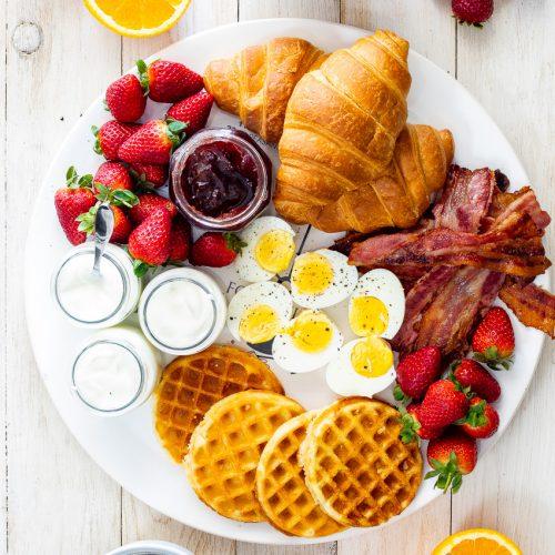 بهترین مواد غذایی برای صبحانه بهترین مواد غذایی برای صبحانه بهترین مواد غذایی برای صبحانه breakfast board 500x500 1