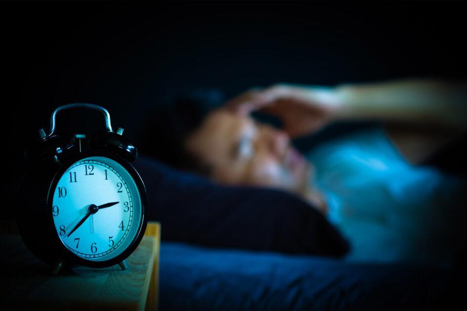 علت کم خوابی علت بی خوابی علت بی خوابی و عوارض آن istock insomnia 945x630 2