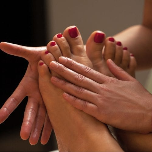 ماساژ کف پا برای درمان سیاتیک ماساژ کف پا برای درمان سیاتیک ماساژ کف پا برای درمان سیاتیک adobestock 53545256 e1547160278452 500x500 1